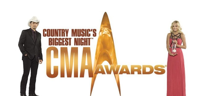 Brad Paisley en Carrie Underwood presenteren CMA Awards 2015